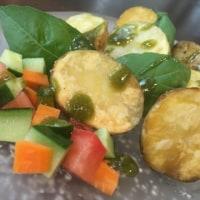 【無農薬野菜・ジャガイモや人参、夏野菜を使い〜「夏野菜のジェノベーゼのせてサラダ仕立て」✨】