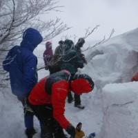 例会山行「大山雪洞作り山行(その1)」
