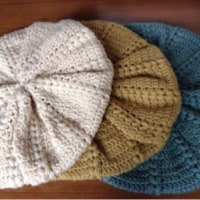 ニットのふかふかベレー帽