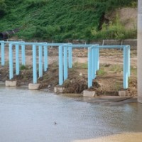 浅野川  水位低下で放水路前の土砂の堆積が分かる