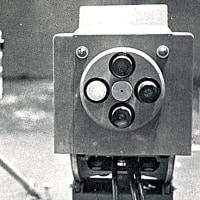 巨大なカラーテレビカメラ