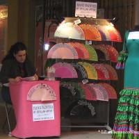 今日の写真【スペイン、セビージャの写真 フラメンコ衣装のお店、アバニコ、マントン、など小物のお店など】
