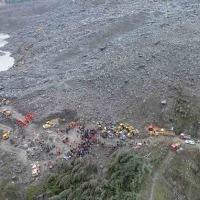 中国の四川で土砂崩れ、山肌の集落のみ込み110人不明!