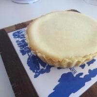 週末のケーキ:キャロットケーキ、ベイクドチーズケーキ 食事:ブリテイッシュパイ、りんごとポテトのグラタン