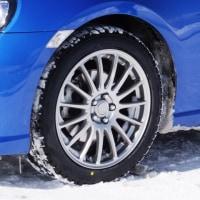 スタッドレスタイヤとチェーンの違いとは何か