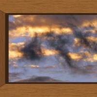 雲の絵師が零した墨汁……