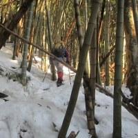 まだまだ雪深い、丁字山・湧谷山