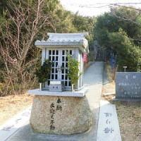 小豆島小瀬 石鎚神社重岩(かさねいわ)
