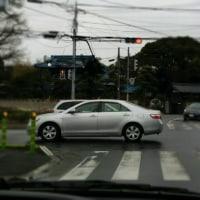 交差点で停車してはいけません