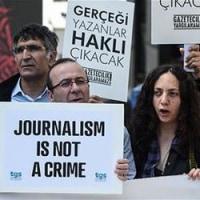 日刊紙「ソズジュ」の幹部とスタッフが警察に拘束された