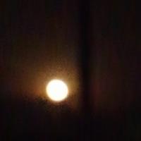 スーパームーン沈む月