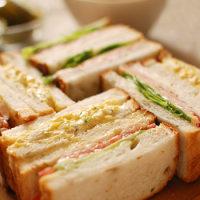 雑穀角食でサンドイッチ
