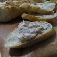 フランスパンに蟹のパテ