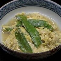 和風献立 金目鯛の煮つけ・ふきと油揚げの煮物・絹さやの卵とじ・ねぎのマリネ・もずくの酢の物