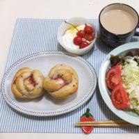 いちごのローズヒップのパンで朝ごはん