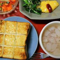 厚切りトースト・ミニオムレツ・かぶスープ・・・朝餉