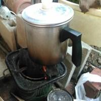 まずはコーヒーを沸かす