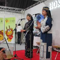 アイヌ民族の楽器!ムックリ(口琴)と、トンコリ(弦楽器)!魅せてくれました、衣装も新鮮だね。