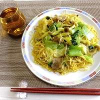 ある日の昼食はシンガポールビーフン、あなご丼やパスタにタイカレーなど。
