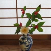 白玉椿&中国の青花人物文水瓶