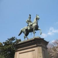 上野公園で見つけた銅像は?
