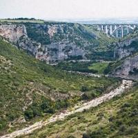 2005.04.23 イタリア バジリカータ州 マテーラ手前約10km: フラヴィーナ川流域の荒々しい眺め