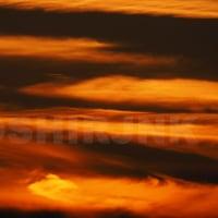夕陽と雲が生み出した空の色