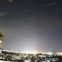 街明かりと宇宙ステーション