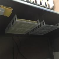 机の下/裏