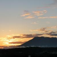 暁の空にどっしり桜島・ 温泉・太極拳・・私を癒してくれました。