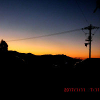 朝明けがきれいなんやけど、めっちゃ寒いにゃりぃ~♪