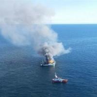 燃える漁船から救助された  ニューファウンドランド沖合