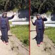 市の女性作業員が墓場でダンスして解雇された