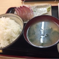 みんな大好き カンパチの刺身 (´▽`)