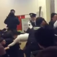 まさに未開の土人沙汰!大雪の欠航で中国人100人が大暴れ 新千歳空港