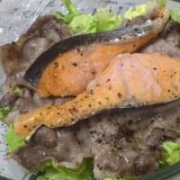 鮭と豚肉とキャベツの酒蒸し