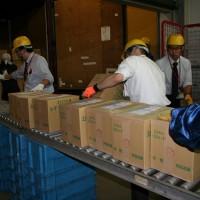 道内各郵便局で2017年用年賀はがきの搬入始まる