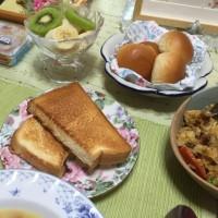 シチューとリサイクルチャーハンで朝食