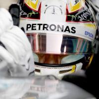 メルセデス、スタート問題解決のためにレーシンググローブを改良