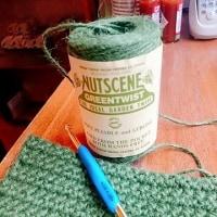 麻ひもで編む