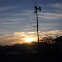またまた朝の空に飛行機雲。
