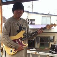 俺「Mash」のレアな65年「Fender ストラトキャスター(オリンピック・ホワイト)」を「あの大男」が手に入れたぞ!熱過ぎる「モノホン主義」!