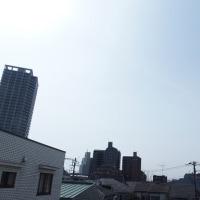 今朝(3月25日)の東京のお天気:晴れ?、(3月の作品:花を持つ少女)
