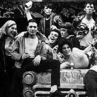 ブロードウェイのオリジナル「グリース」が45周年