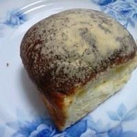 ふんわり玉子のちぎりパンで就寝前食して今日を終えるんだね:D