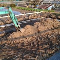 今日の農機具倉庫は基礎工事が始まっていました。