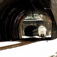 トンネルから白銀の地へ!