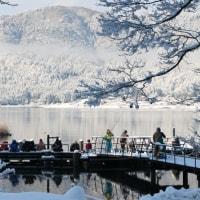 【ご当地スポット】冬の楽しみ!余呉湖ワカサギ釣り!