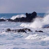 荒波が似合う能登の海