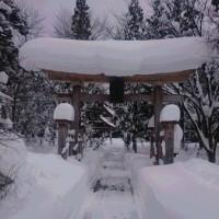 雪深い神社末吉有り難く